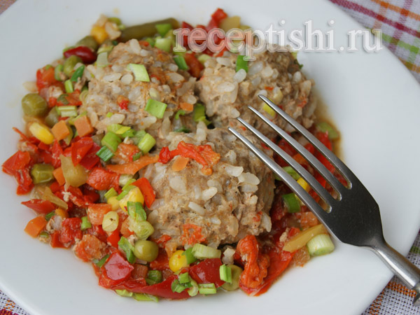 Тефтели с рисом и овощами