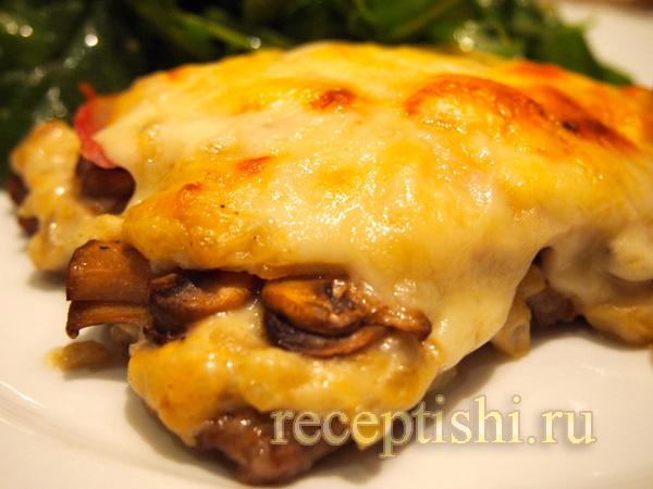 Запеченная телятина с ветчиной, грибами и сыром