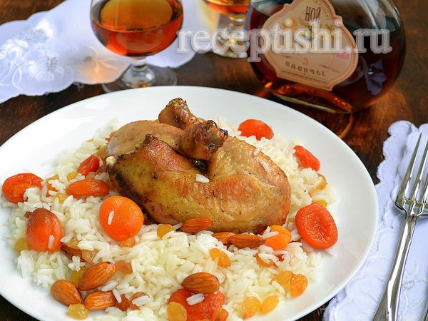 Амич (курица, фаршированная рисом, сухофруктами и миндалем)