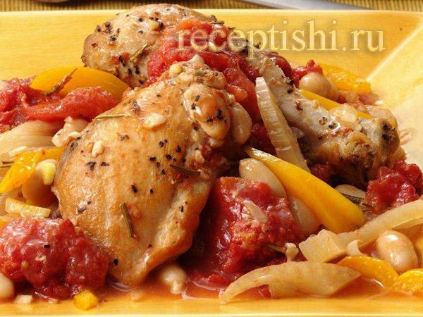 Курица, тушенная с овощами и белой фасолью
