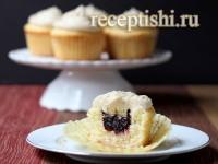 Капкейки ванильные с вишневой начинкой