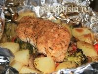 Курица, запеченная в фольге с картошкой
