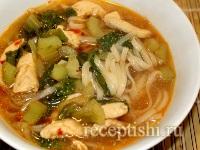 Пряный куриный суп с лапшой