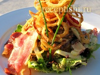 Салат Бургомистр с телятиной, сладким перцем и чипсами из бекона