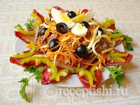 Салат с сердцем, копченым сыром и цикорием