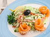 Салат зеленый с лососем