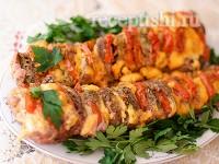 Свинина - гармошка, запеченная с сыром и помидорами