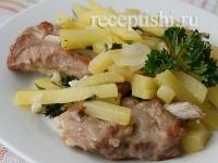 Свиные ребрышки, тушенные с картошкой