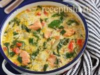 Сырный суп с форелью и шпинатом