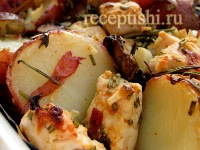 Жареная курица и картофель с розмарином, чесноком и лимоном