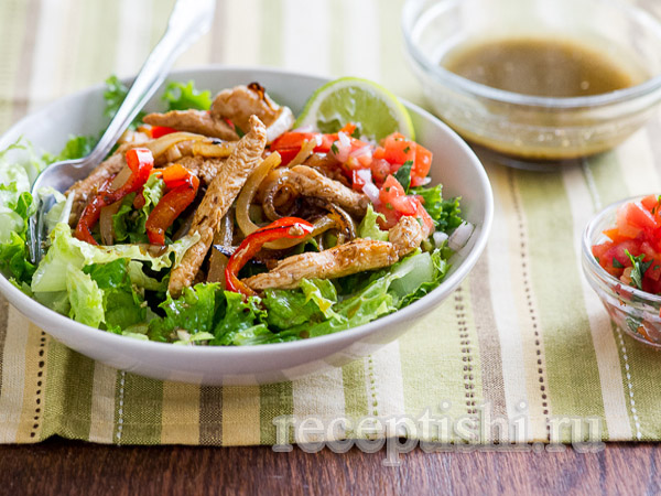Куриный салат с сальсой