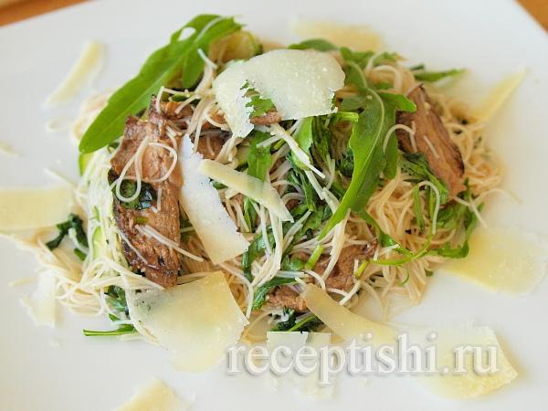 Салат из говядины и рисовой лапши