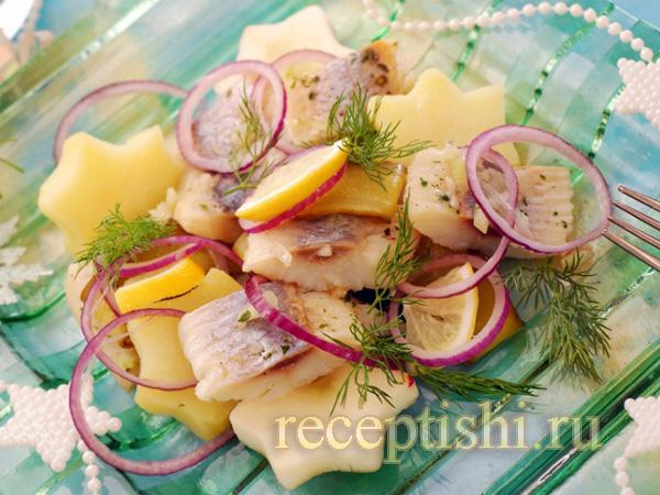 Салат из селедки с картошкой и луком новогодний