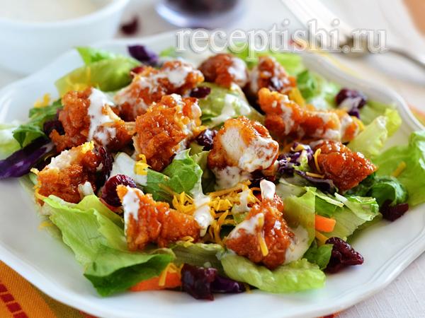 Салат с острыми куриными наггетсами