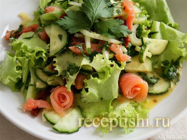 Салат с сёмгой и дижонским соусом