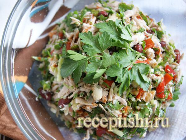 Салат с овощами, мясом и зеленью Тбилиси