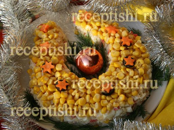 Новогодний крабовый салат с рисом на год лошади Золотая подкова