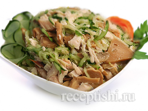 Салат из мяса с огурцами и болгарским
