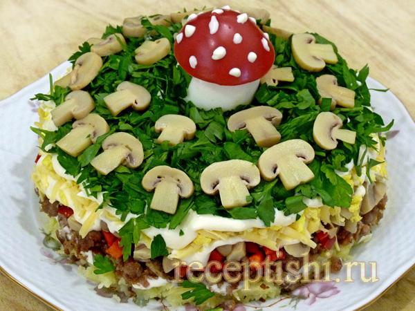 Салат с мясным фаршем и грибами