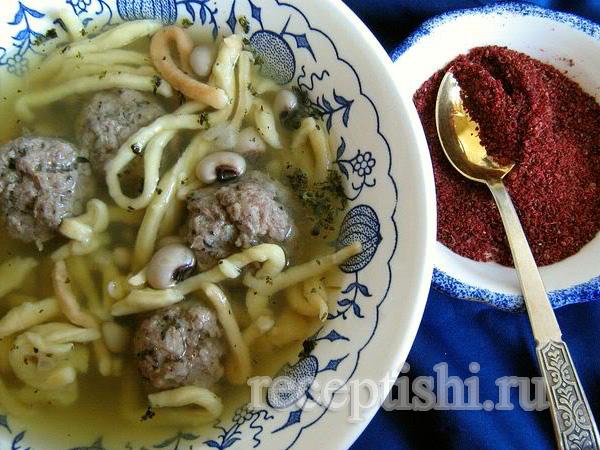 Хамраши (суп с лапшой, фасолью и фрикадельками)