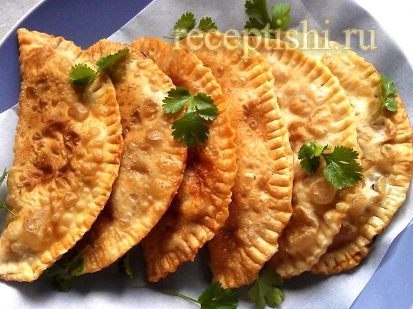 Чебуреки простые с мясо-кефирной начинкой