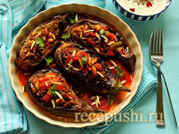 Баклажаны, фаршированные мясным фаршем с овощами
