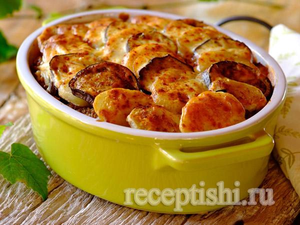 Греческая мусака с фаршем, картофелем и соусом Бешамель