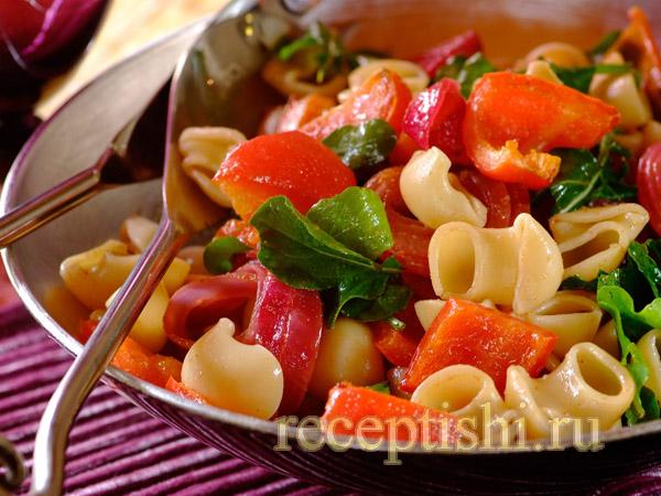 Итальянская паста с жареными овощами и бальзамическим соусом