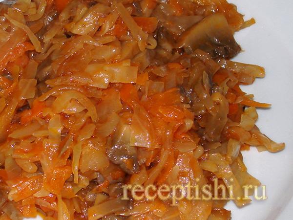 Капуста квашеная, тушенная с грибами